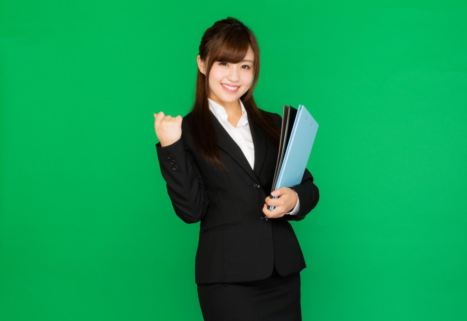 【山梨県忍野村の求人】人気の有る事務員の募集です。!!正社員へスキルアップ!!業績好調で安定しているミネラルウォーターの会社でのお仕事です。