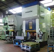 KANAGAWA-KEN HADANO-SHI: Fábrica de autopeças, prensa e solda spoto (soldagem feita por máquinas)